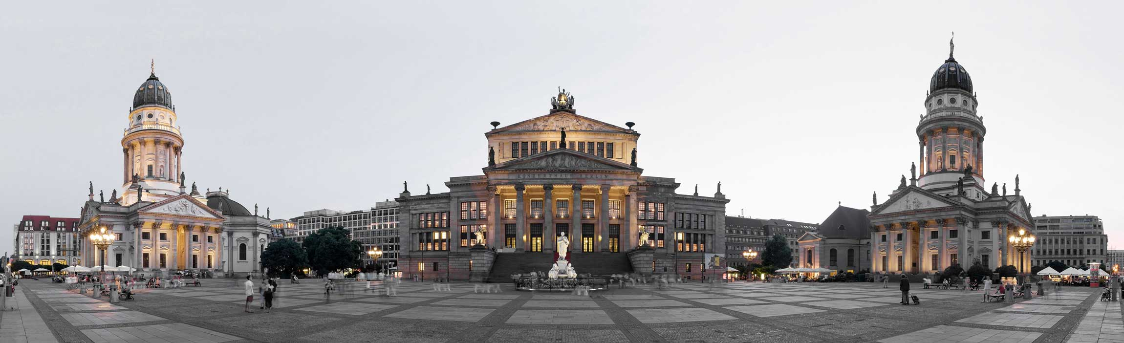 Zahnarzt Berlin - Zahnarztpraxis am Gendarmenmarkt liegt direkt gegenüber dem Deutschen Dom