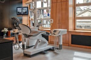 Zahnarzt Berlin - Zahnarztpraxis-am-gendarmenmarkt-Behandlungsraum-1